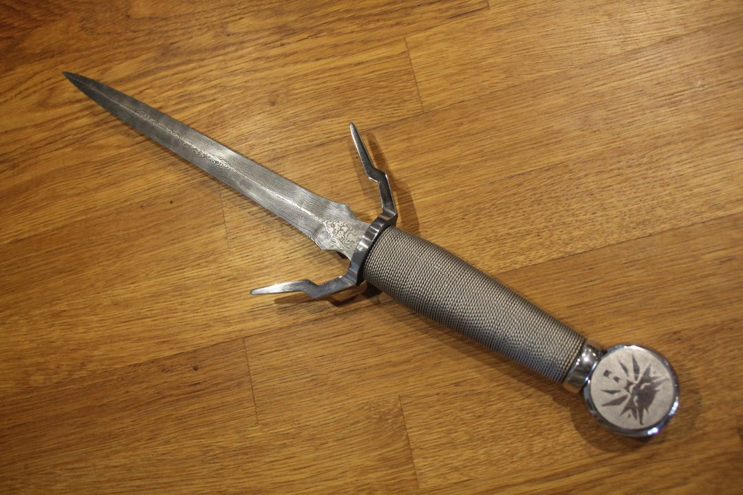 精致无比 细节帅炸!粉丝自制《巫师3》狼学派匕首!